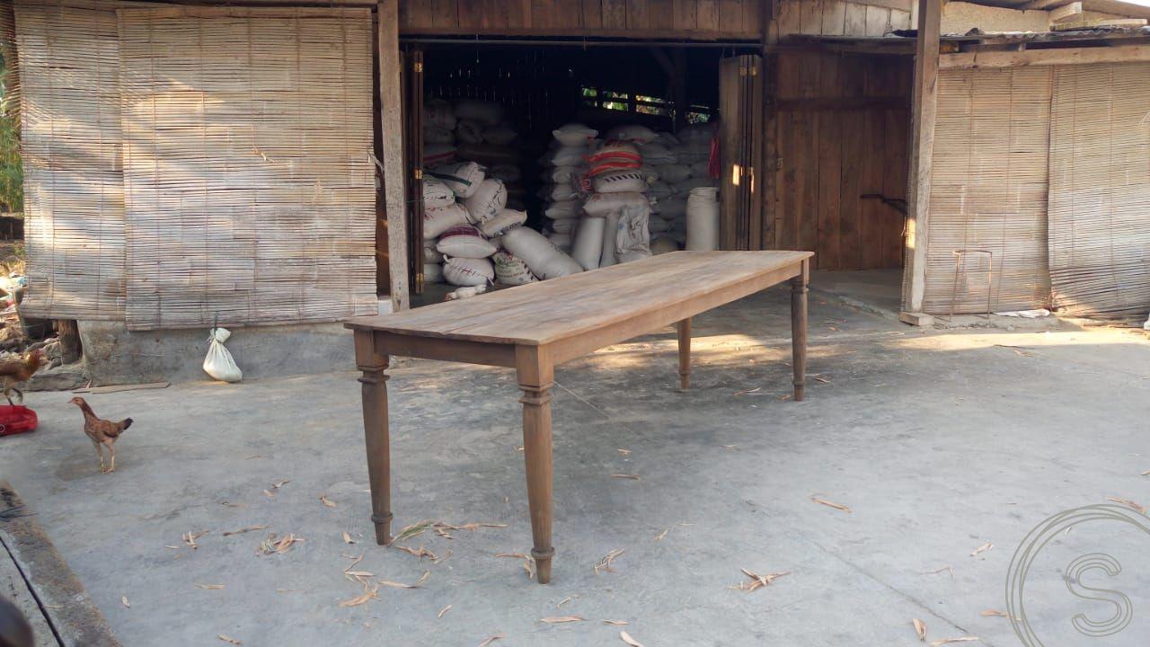 Antieke teakhouten tafel