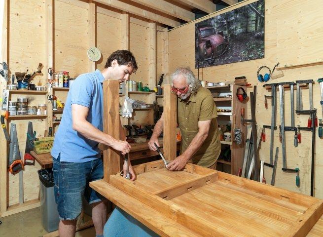 Tafel met schroefpoten monteren - 1 x per jaar controleren